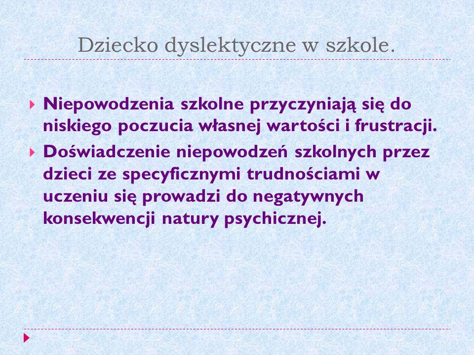Trudności dzieci dyslektycznych na poszczególnych przedmiotach FIZYKA Trudności z zapamiętywaniem definicji, Trudności z zapamiętywaniem wzorów i ich przekształcaniem, Kłopoty w rozwiązywaniu zadań z treścią, Problemy z zapisywaniem jednostek, Problemy z zapisem indeksów.