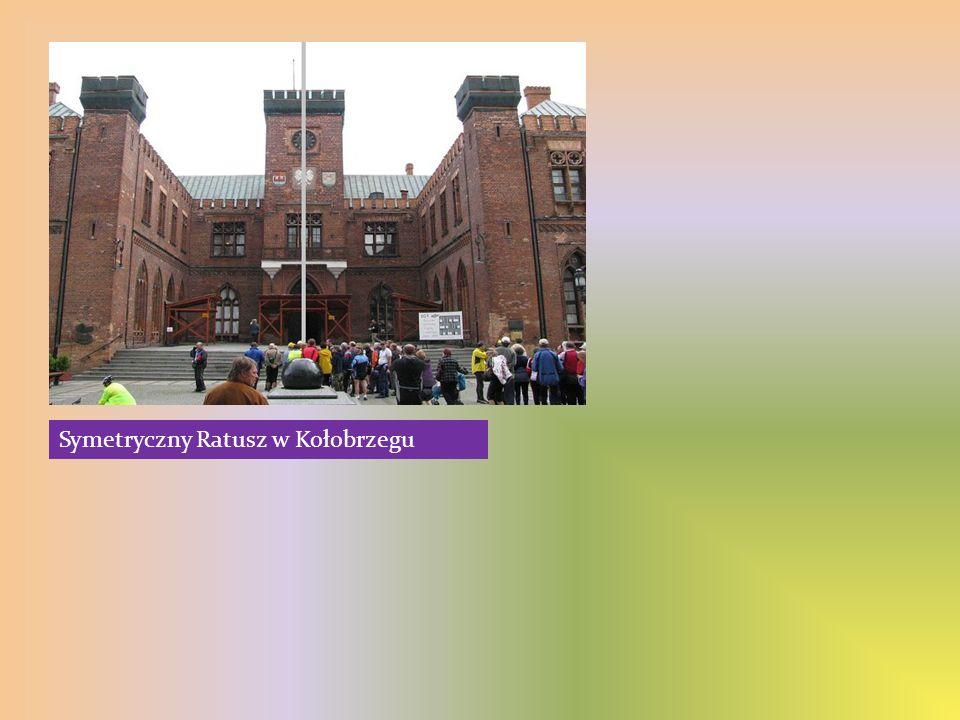 Symetryczny Ratusz w Kołobrzegu