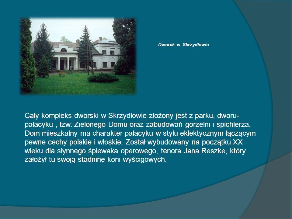 Dworek w Skrzydlowie Cały kompleks dworski w Skrzydlowie złożony jest z parku, dworu- pałacyku, tzw. Zielonego Domu oraz zabudowań gorzelni i spichler