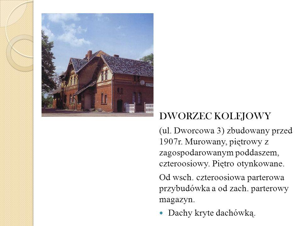 DWORZEC KOLEJOWY (ul. Dworcowa 3) zbudowany przed 1907r. Murowany, piętrowy z zagospodarowanym poddaszem, czteroosiowy. Piętro otynkowane. Od wsch. cz