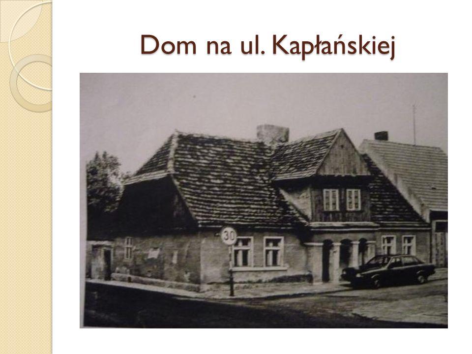 Dom (mieści się na ul.Kapłańskiej 1) został zbudowany na przełomie XVIII i XIX wieku.