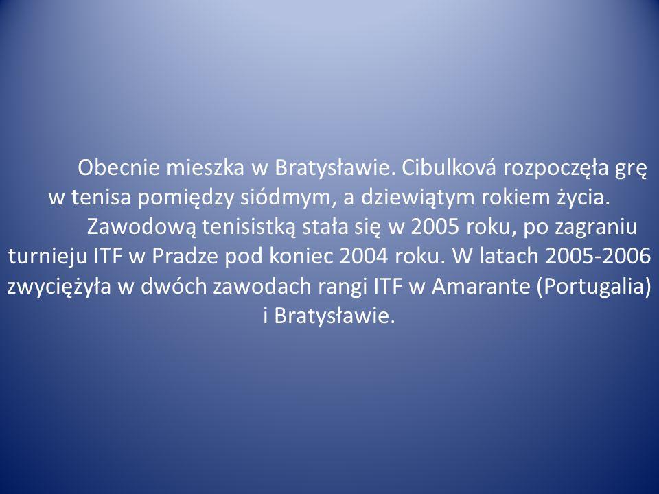 Obecnie mieszka w Bratysławie. Cibulková rozpoczęła grę w tenisa pomiędzy siódmym, a dziewiątym rokiem życia. Zawodową tenisistką stała się w 2005 rok