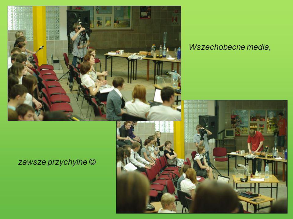 Działania fizyków Na tym spotkaniu dla głodnych wiedzy uczniów, młodzi fizycy pokazali wiele ciekawych doświadczeń oraz prezentację na temat szkodliwości hałasu.