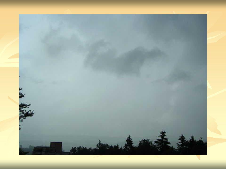 Cumulus - kłębiaste Chmury Cumulus wyglądają jak białe kłębki waty.