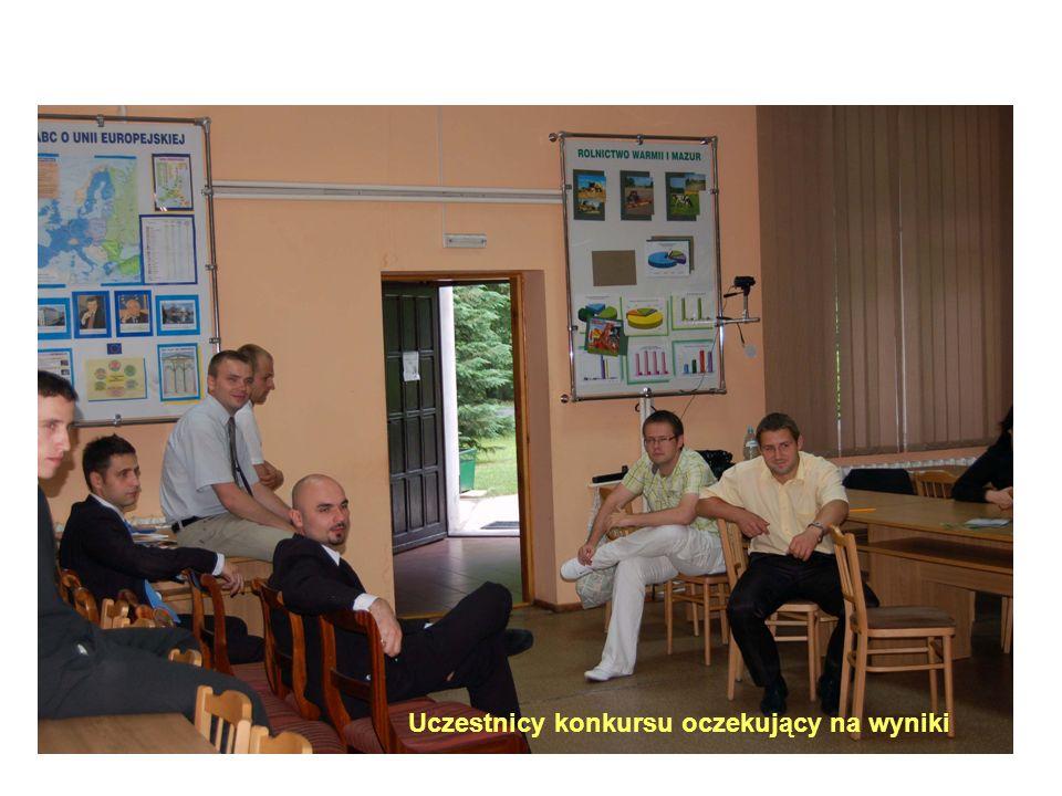 Uczestnicy konkursu oczekujący na wyniki
