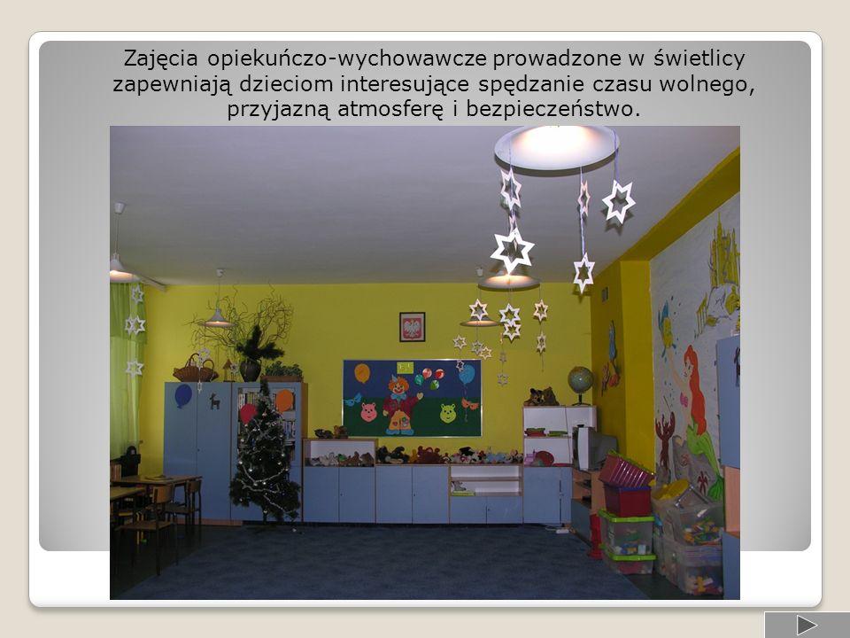 Świetlica Podobnie jak w oddziale przedszkolnym charakter jej pracy to: … w sali telewizyjnej zabawa pomoc w odrabianiu lekcji odpoczynek