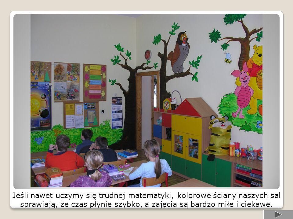 Wszystkie sale przeznaczone dla uczniów klas młodszych składają się z dwóch części: edukacyjnej i rekreacyjnej