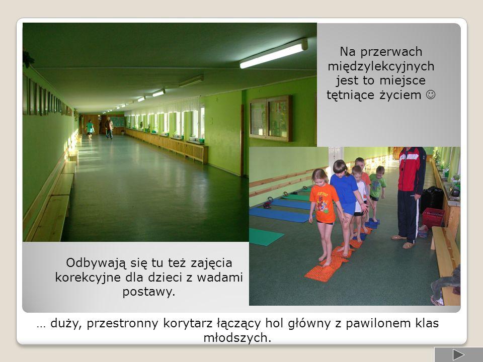 Na przerwach międzylekcyjnych jest to miejsce tętniące życiem Odbywają się tu też zajęcia korekcyjne dla dzieci z wadami postawy.