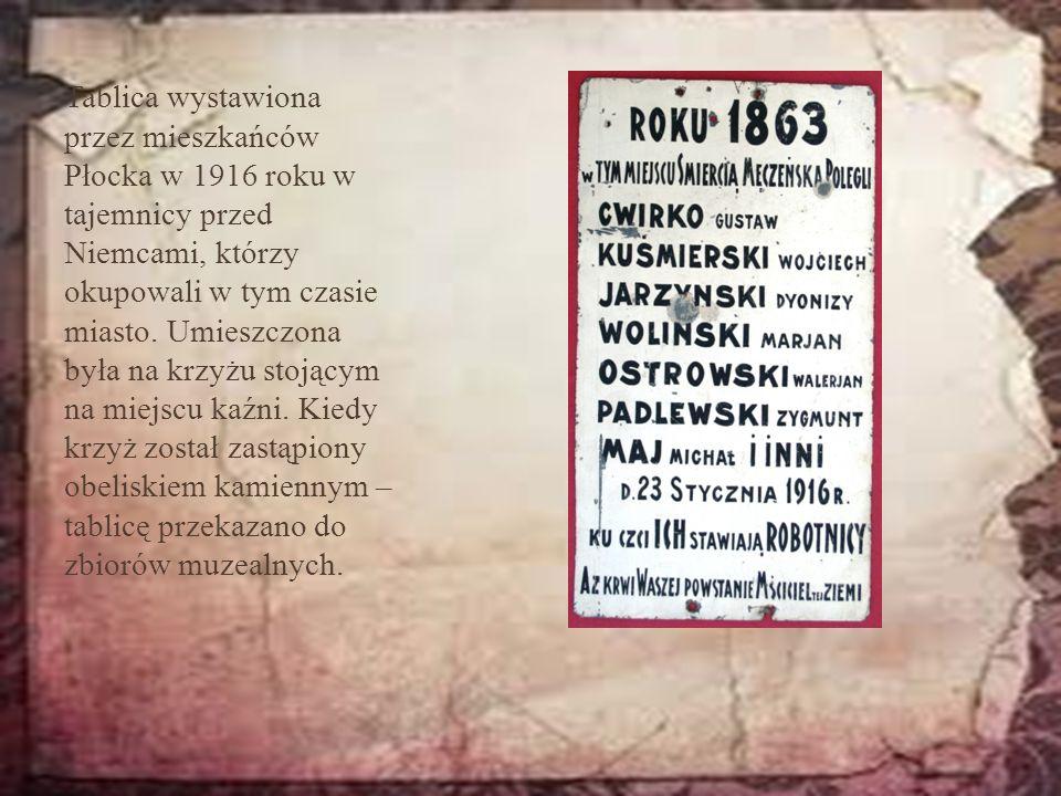 Tablica wystawiona przez mieszkańców Płocka w 1916 roku w tajemnicy przed Niemcami, którzy okupowali w tym czasie miasto. Umieszczona była na krzyżu s
