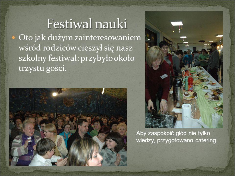 Oto jak dużym zainteresowaniem wśród rodziców cieszył się nasz szkolny festiwal: przybyło około trzystu gości. Aby zaspokoić głód nie tylko wiedzy, pr