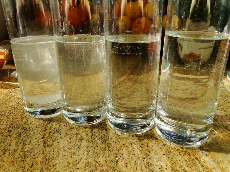 Czynności Przy rozpuszczaniu obu substancji zrobiłyśmy 4 próby, dla wody w temperaturze 25°C, 50°C, 75°C i 100°C (wrzątek).