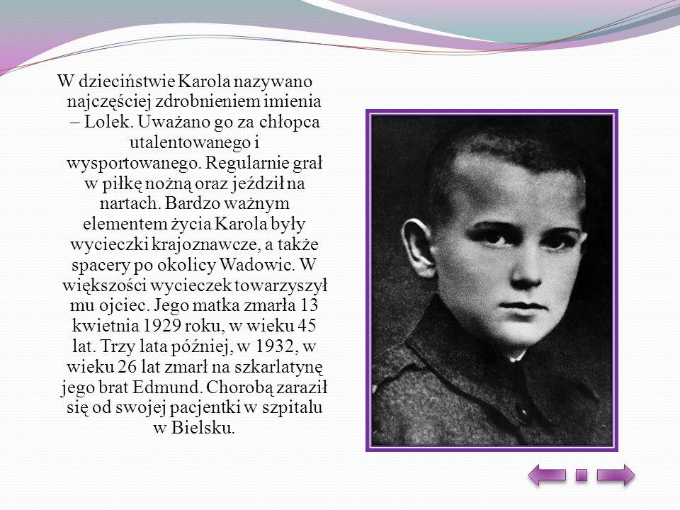 W dzieciństwie Karola nazywano najczęściej zdrobnieniem imienia – Lolek. Uważano go za chłopca utalentowanego i wysportowanego. Regularnie grał w piłk