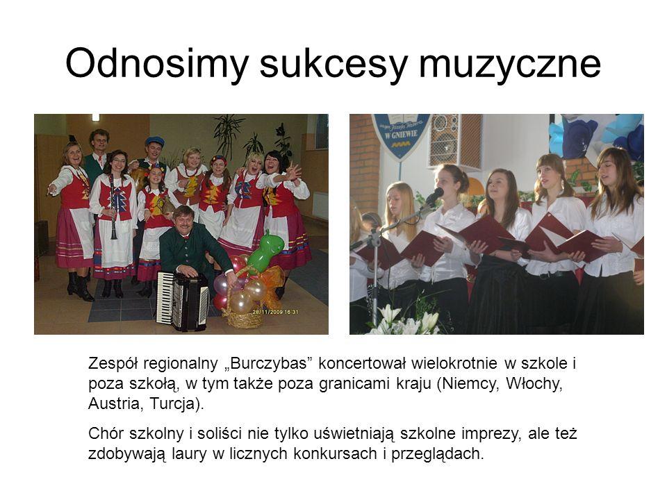 Odnosimy sukcesy muzyczne Zespół regionalny Burczybas koncertował wielokrotnie w szkole i poza szkołą, w tym także poza granicami kraju (Niemcy, Włochy, Austria, Turcja).