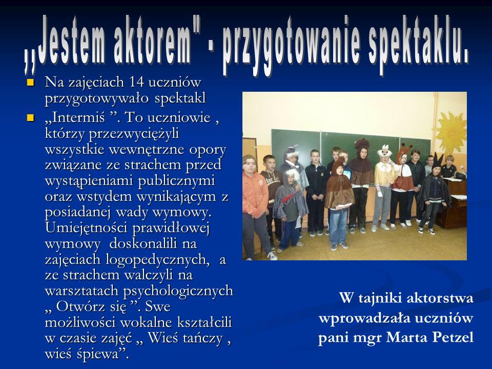 Na zajęciach 14 uczniów przygotowywało spektakl Na zajęciach 14 uczniów przygotowywało spektakl Intermiś.