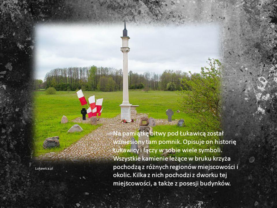 Na pamiątkę bitwy pod Łukawicą został wzniesiony tam pomnik. Opisuje on historię Łukawicy i łączy w sobie wiele symboli. Wszystkie kamienie leżące w b