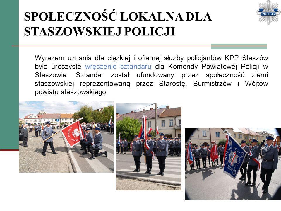 SPOŁECZNOŚĆ LOKALNA DLA STASZOWSKIEJ POLICJI Wyrazem uznania dla ciężkiej i ofiarnej służby policjantów KPP Staszów było uroczyste wręczenie sztandaru