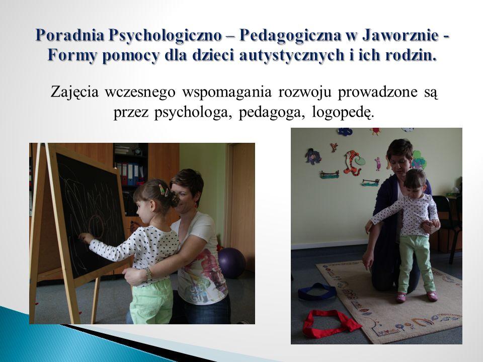 Zajęcia wczesnego wspomagania rozwoju prowadzone są przez psychologa, pedagoga, logopedę.