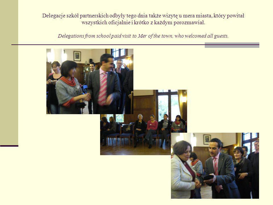 Delegacje szkół partnerskich odbyły tego dnia także wizytę u mera miasta, który powitał wszystkich oficjalnie i krótko z każdym porozmawiał.