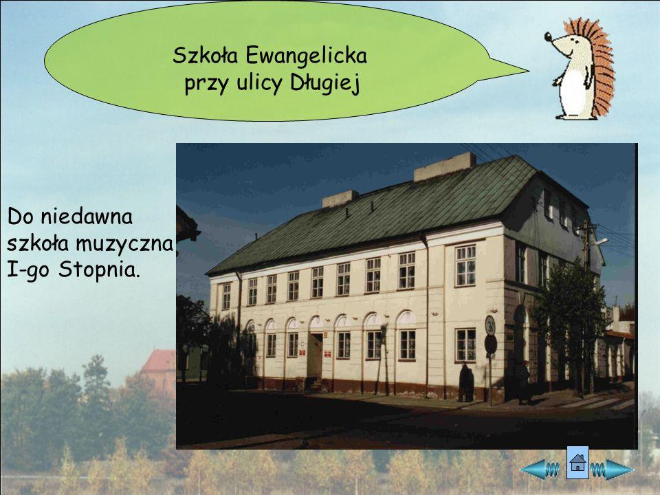 Dom pod Lwami na ul. Dąbrowskiego z przełomu XIX/XXw. Mieszkała tu zamożna rodzina Kruschów. Obecnie Muzeum Miasta.