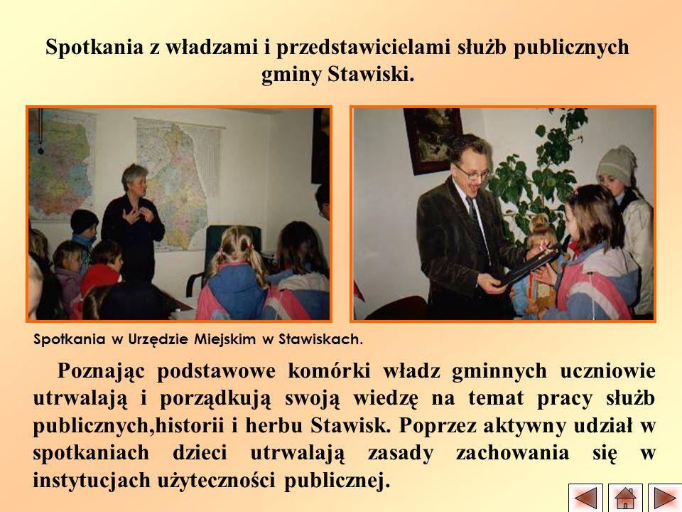 Spotkania z władzami i przedstawicielami służb publicznych gminy Stawiski. Poznając podstawowe komórki władz gminnych uczniowie utrwalają i porządkują
