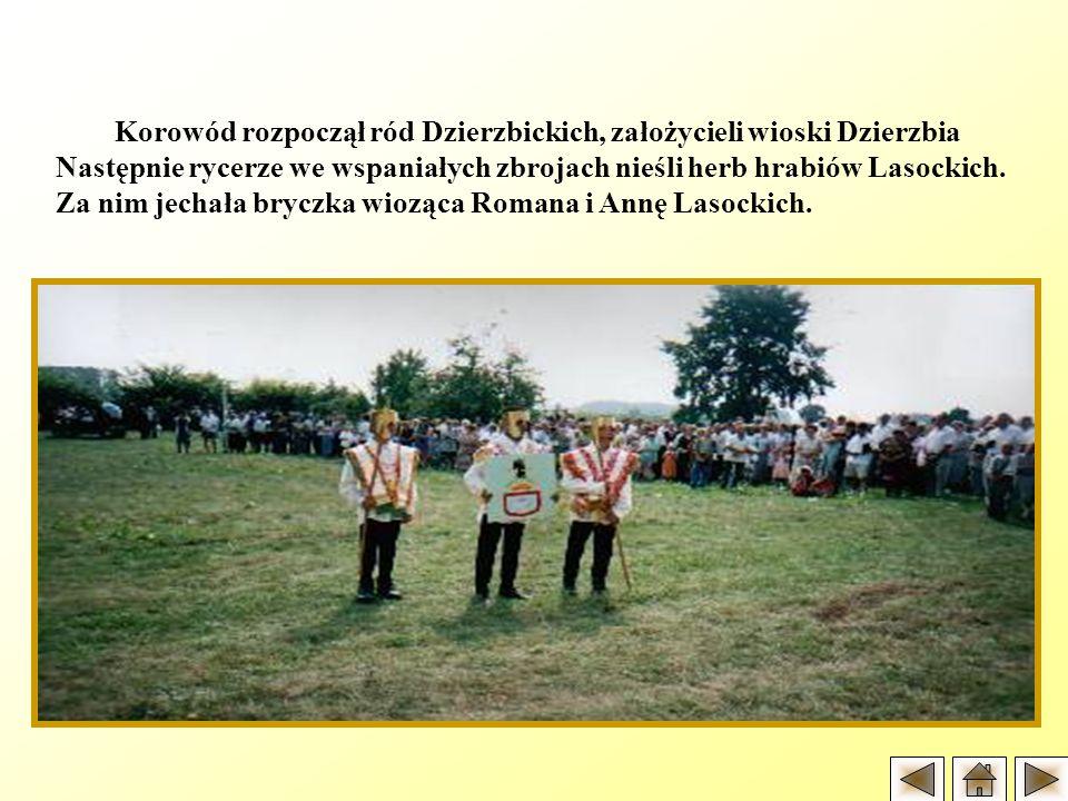 Korowód rozpoczął ród Dzierzbickich, założycieli wioski Dzierzbia Następnie rycerze we wspaniałych zbrojach nieśli herb hrabiów Lasockich. Za nim jech