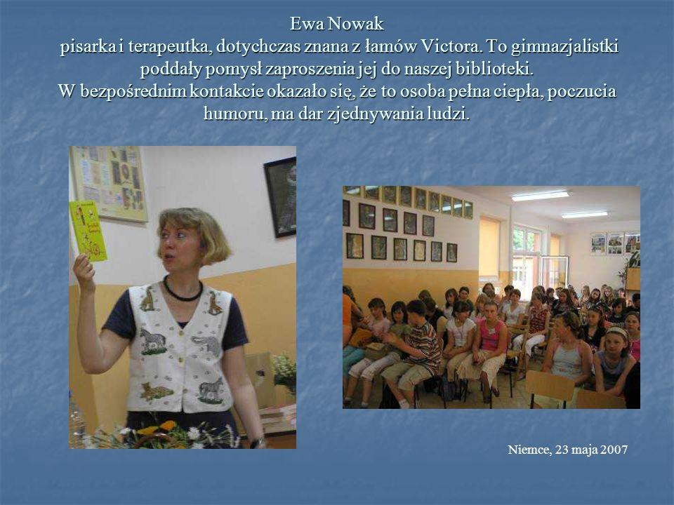 Ewa Nowak pisarka i terapeutka, dotychczas znana z łamów Victora. To gimnazjalistki poddały pomysł zaproszenia jej do naszej biblioteki. W bezpośredni