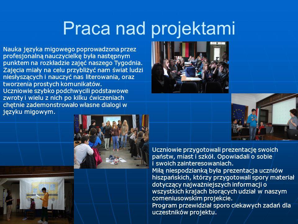 Praca nad projektami Nauka języka migowego poprowadzona przez profesjonalną nauczycielkę była następnym punktem na rozkładzie zajęć naszego Tygodnia.