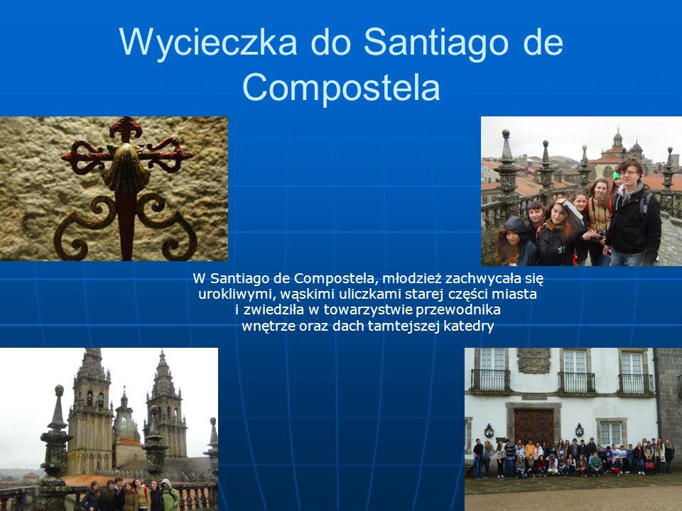 Wycieczka do Santiago de Compostela W Santiago de Compostela, młodzież zachwycała się urokliwymi, wąskimi uliczkami starej części miasta i zwiedziła w towarzystwie przewodnika wnętrze oraz dach tamtejszej katedry
