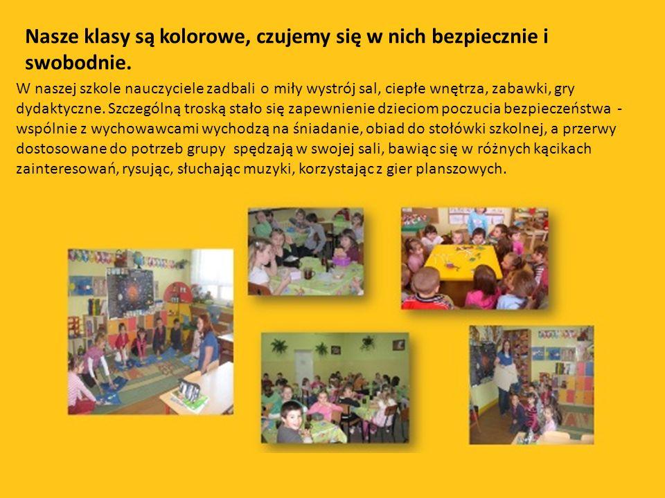 Nasze klasy są kolorowe, czujemy się w nich bezpiecznie i swobodnie. W naszej szkole nauczyciele zadbali o miły wystrój sal, ciepłe wnętrza, zabawki,