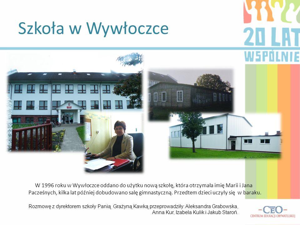 W 1996 roku w Wywłoczce oddano do użytku nową szkołę, która otrzymała imię Marii i Jana Pacześnych, kilka lat później dobudowano salę gimnastyczną. Pr