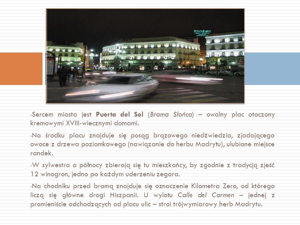 Sercem miasta jest Puerta del Sol (Brama Słońca) – owalny plac otoczony kremowymi XVIII-wiecznymi domami. Na środku placu znajduje się posąg brązowego