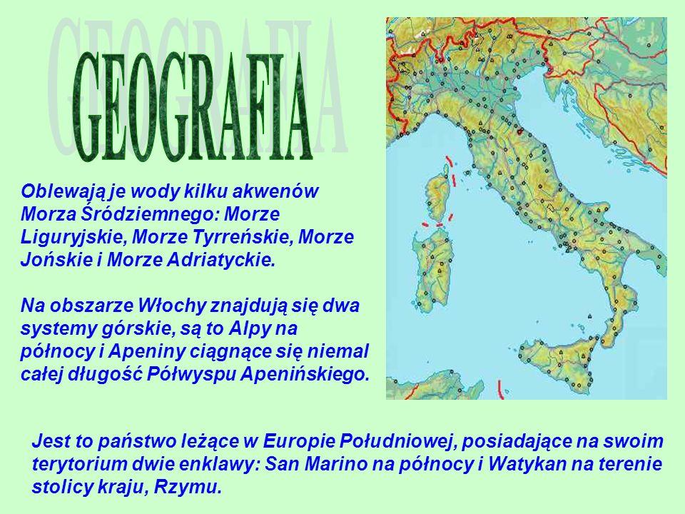 Oblewają je wody kilku akwenów Morza Śródziemnego: Morze Liguryjskie, Morze Tyrreńskie, Morze Jońskie i Morze Adriatyckie. Na obszarze Włochy znajdują