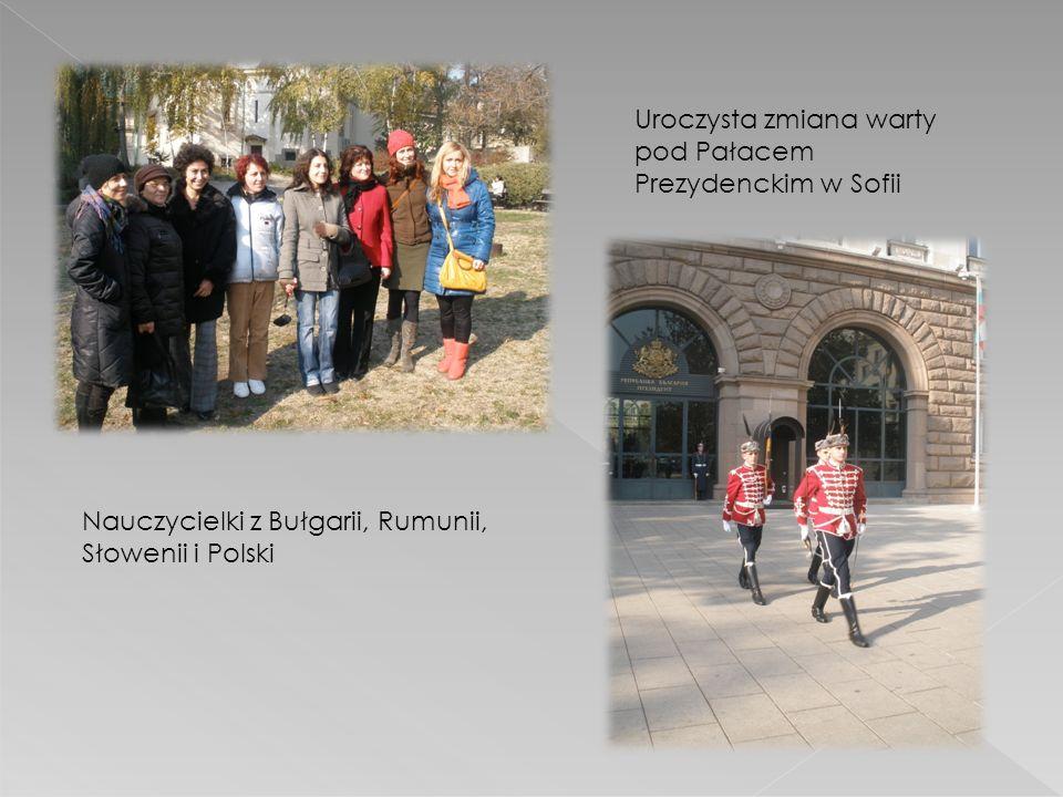 Nauczycielki z Bułgarii, Rumunii, Słowenii i Polski Uroczysta zmiana warty pod Pałacem Prezydenckim w Sofii