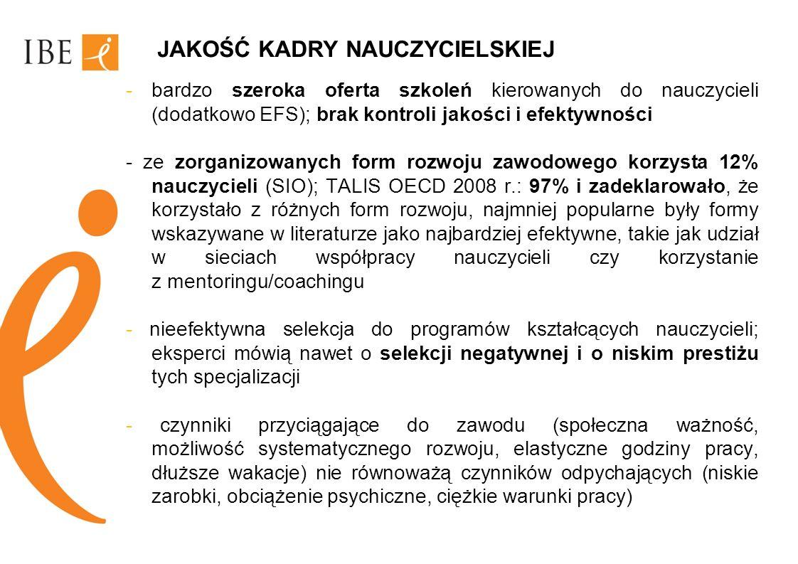 Rynek pracy - zmiana struktury kwalifikacji będzie szła w kierunku promowania pracy umysłowej niewykwalifikowanej (wzrost o 10%) oraz w mniejszym stopniu zwiększenia liczby wykwalifikowanych pracowników umysłowych (4% wzrost); redukcja o 12% czeka wykwalifikowanych pracowników fizycznych - potencjalne ryzyka – jeżeli zapotrzebowanie na pracowników o wysokich kwalifikacjach będzie wyższe w krajach UE-27 niż w Polsce, Polska może utracić część swoich zasobów pracy na rzecz innych krajów, należy pamiętać, że osoby o wysokich kwalifikacjach należą do najbardziej mobilnych grup społecznych
