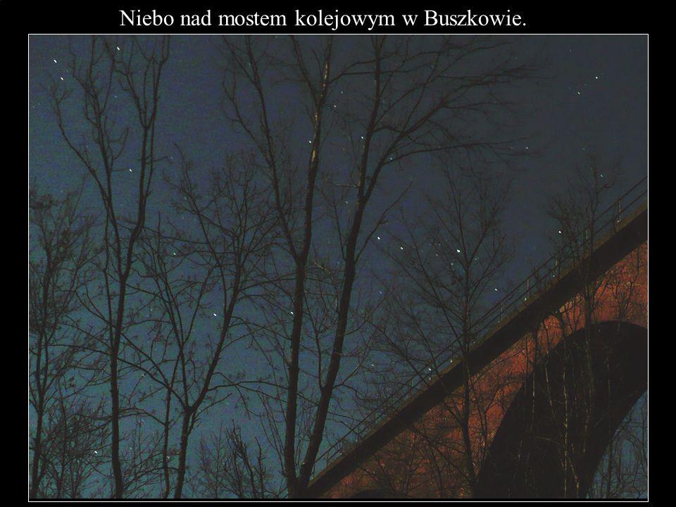Niebo nad mostem kolejowym w Buszkowie.
