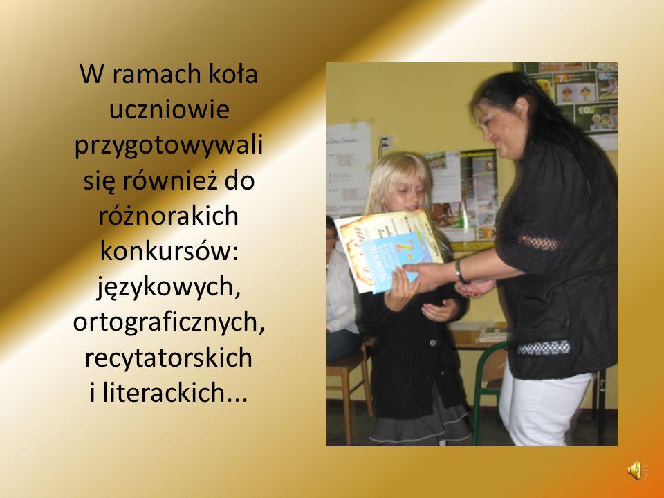 W ramach koła uczniowie przygotowywali się również do różnorakich konkursów: językowych, ortograficznych, recytatorskich i literackich...