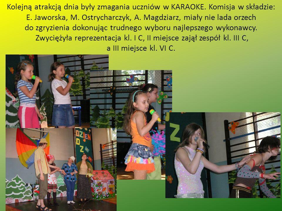 Kolejną atrakcją dnia były zmagania uczniów w KARAOKE.