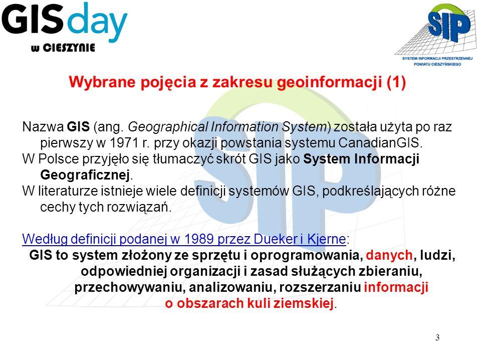 3 Wybrane pojęcia z zakresu geoinformacji (1) Nazwa GIS (ang. Geographical Information System) została użyta po raz pierwszy w 1971 r. przy okazji pow