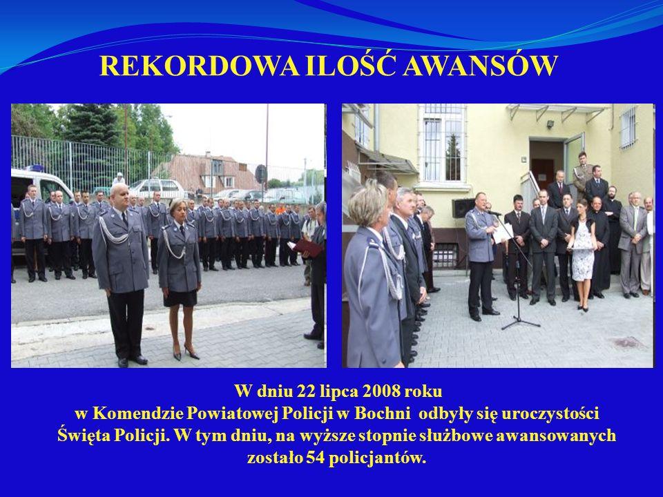 REKORDOWA ILOŚĆ AWANSÓW W dniu 22 lipca 2008 roku w Komendzie Powiatowej Policji w Bochni odbyły się uroczystości Święta Policji. W tym dniu, na wyższ