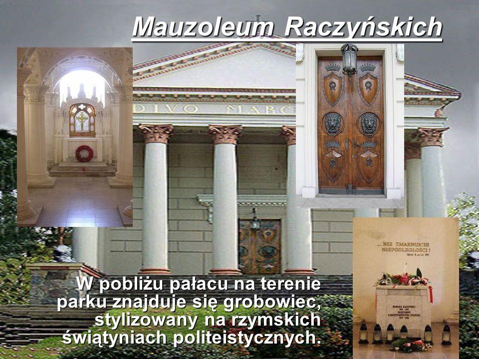 W pobliżu pałacu na terenie parku znajduje się grobowiec, stylizowany na rzymskich świątyniach politeistycznych. W pobliżu pałacu na terenie parku zna