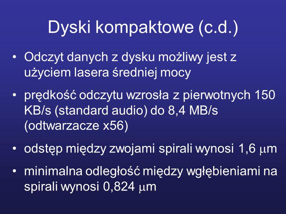 Dyski kompaktowe (c.d.) Odczyt danych z dysku możliwy jest z użyciem lasera średniej mocy prędkość odczytu wzrosła z pierwotnych 150 KB/s (standard au