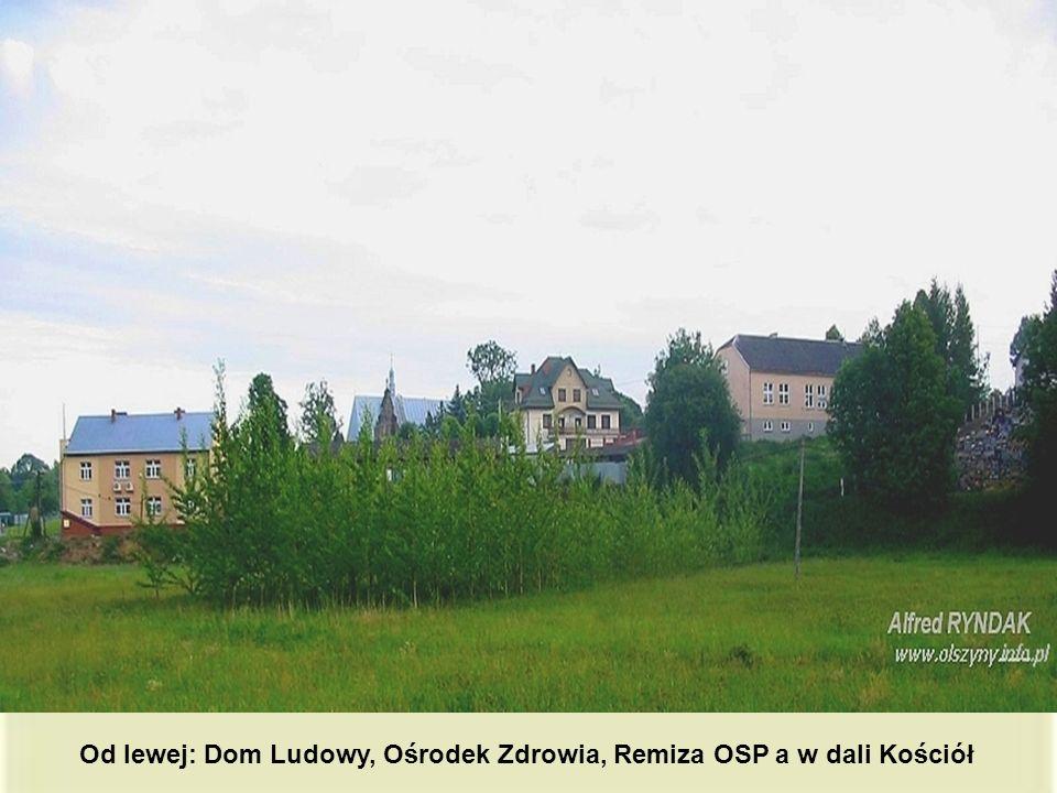 Od lewej: Dom Ludowy, Ośrodek Zdrowia, Remiza OSP a w dali Kościół