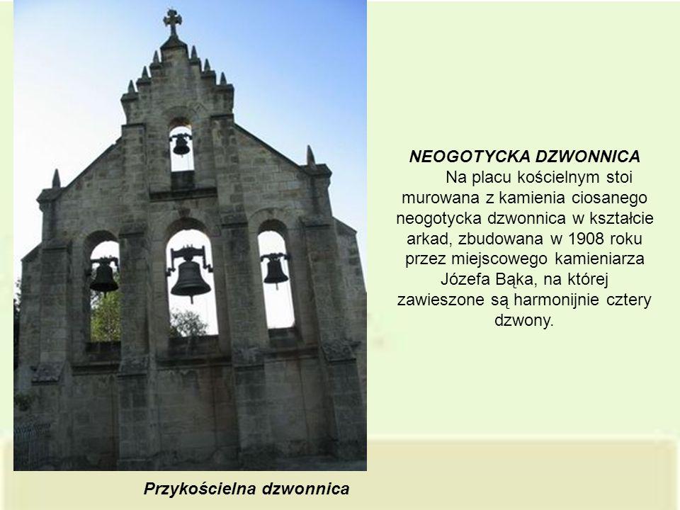 Przykościelna dzwonnica NEOGOTYCKA DZWONNICA Na placu kościelnym stoi murowana z kamienia ciosanego neogotycka dzwonnica w kształcie arkad, zbudowana