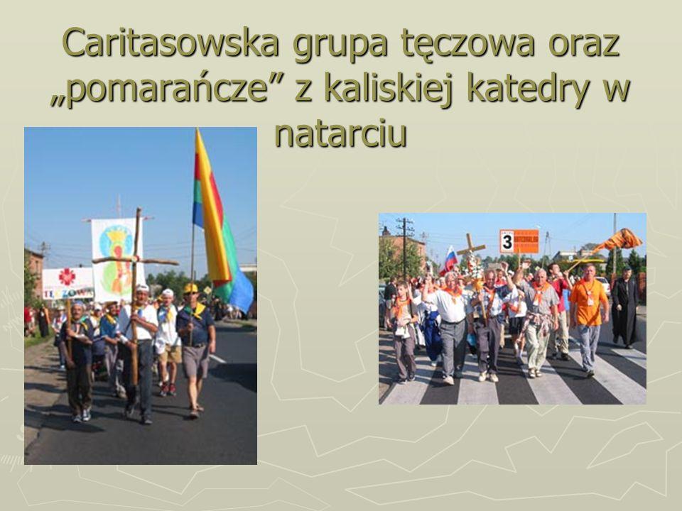 Caritasowska grupa tęczowa oraz pomarańcze z kaliskiej katedry w natarciu