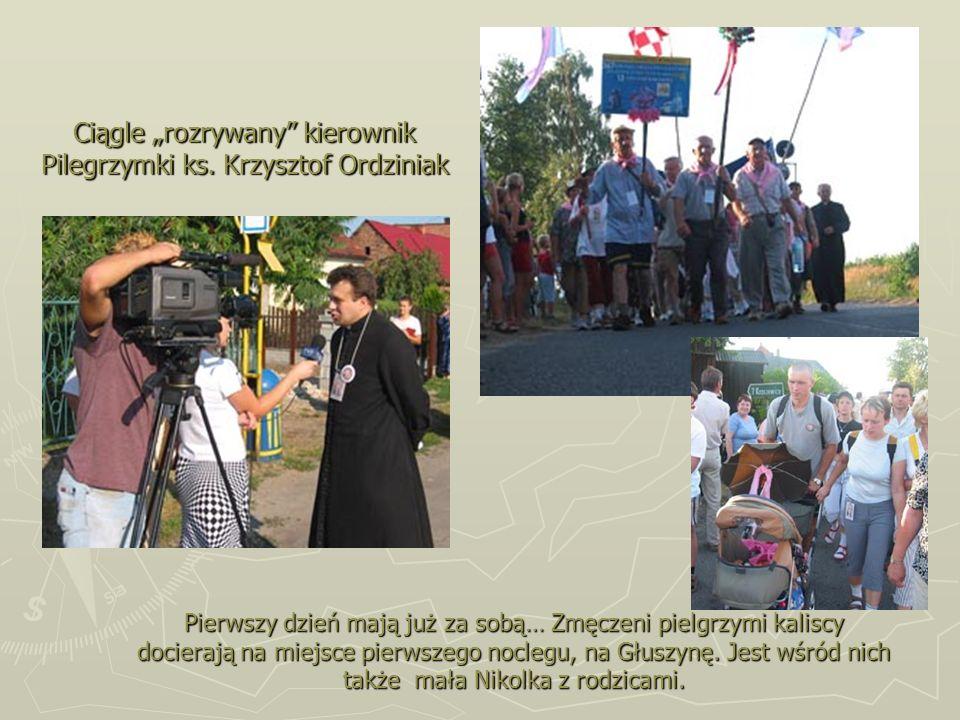 Ciągle rozrywany kierownik Pilegrzymki ks. Krzysztof Ordziniak Pierwszy dzień mają już za sobą… Zmęczeni pielgrzymi kaliscy docierają na miejsce pierw