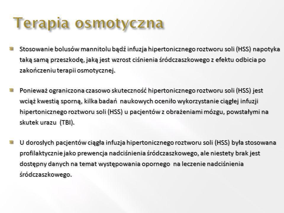 Ryzyko wystąpienia znacznych zaburzeń metabolicznych towarzyszących ciągłej podaży hipertonicznego roztworu NaCl (hipernatremia, hiperchloremia, kwasica hiperchloremiczna), jak również niewielka ilość doniesień naukowych, stanowią ograniczenia stosowania jej w trakcie leczenia pacjentów z ciężkimi obrażeniami mózgu.
