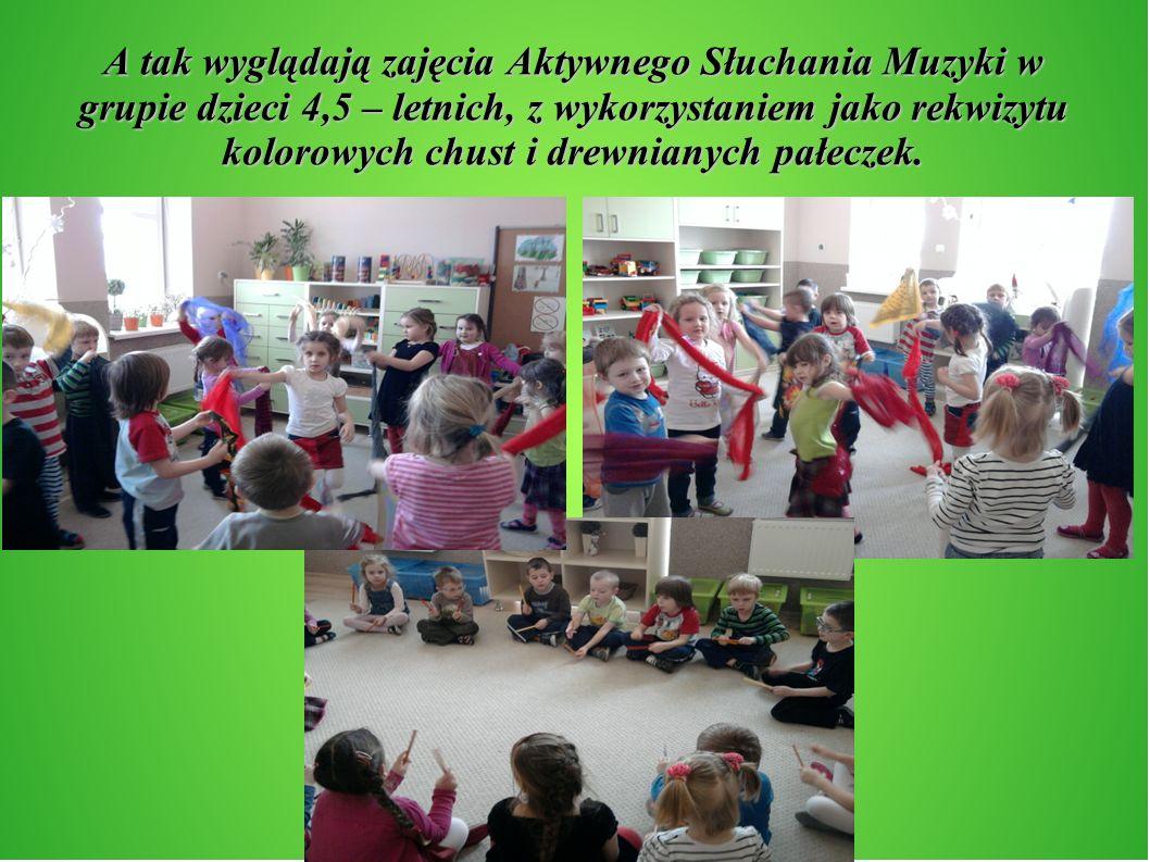 A tak wyglądają zajęcia Aktywnego Słuchania Muzyki w grupie dzieci 4,5 – letnich, z wykorzystaniem jako rekwizytu kolorowych chust i drewnianych pałec