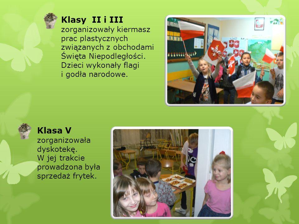 Klasy II i III zorganizowały kiermasz prac plastycznych związanych z obchodami Święta Niepodległości. Dzieci wykonały flagi i godła narodowe. Klasa V