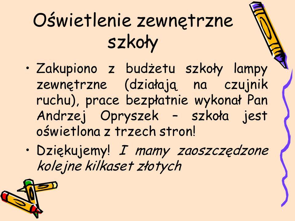 Oświetlenie zewnętrzne szkoły Zakupiono z budżetu szkoły lampy zewnętrzne (działają na czujnik ruchu), prace bezpłatnie wykonał Pan Andrzej Opryszek – szkoła jest oświetlona z trzech stron.