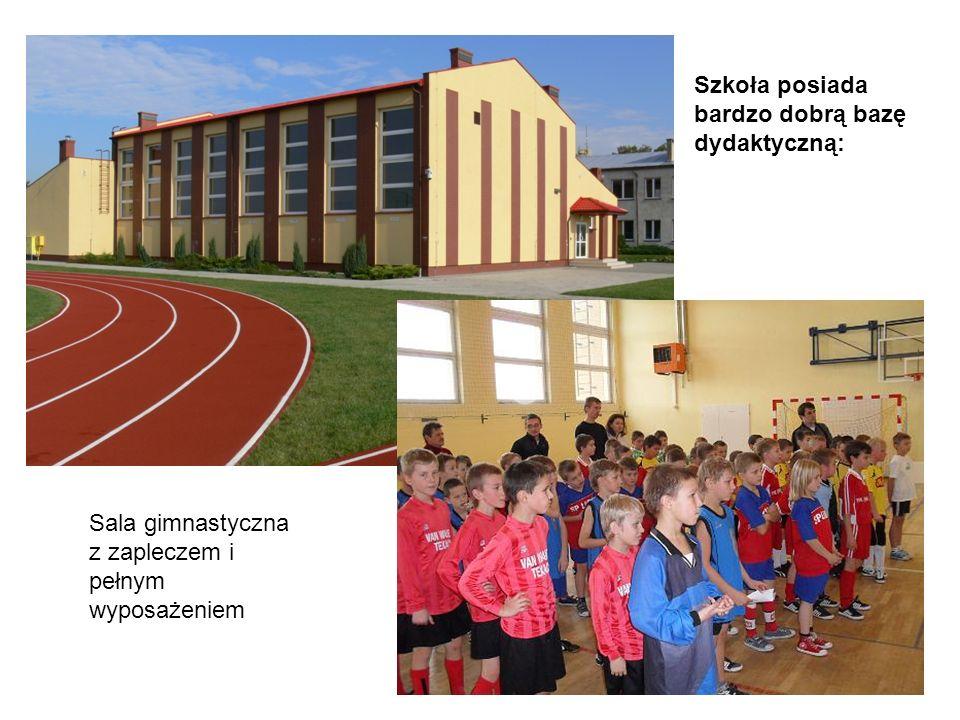 Sala gimnastyczna z zapleczem i pełnym wyposażeniem Szkoła posiada bardzo dobrą bazę dydaktyczną: